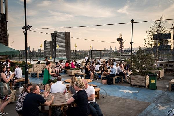 rooftop-london-skyline-view-bar-stratford-drinking