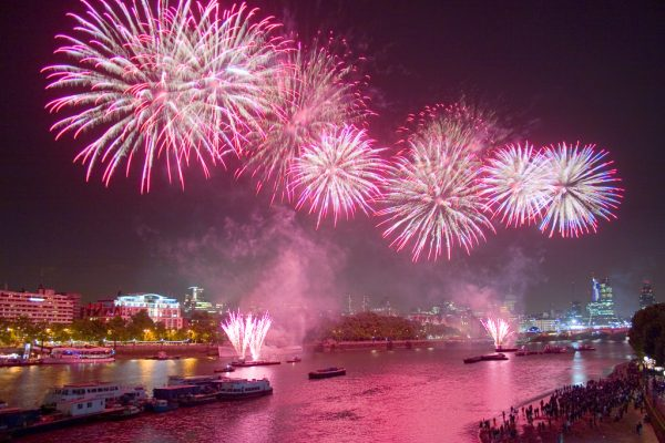 fireworks-london-new-years-eve