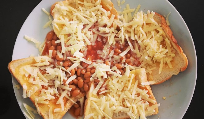 recipe: beans on toast with cheese [22]