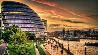 london-millennial-funny-city-hall-sunset