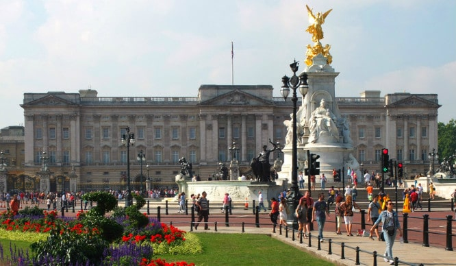 buckingham palace have opened up their state rooms for visitors this
