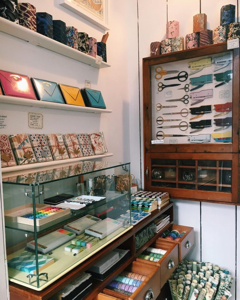 Stationery store London: Choosing Keeping