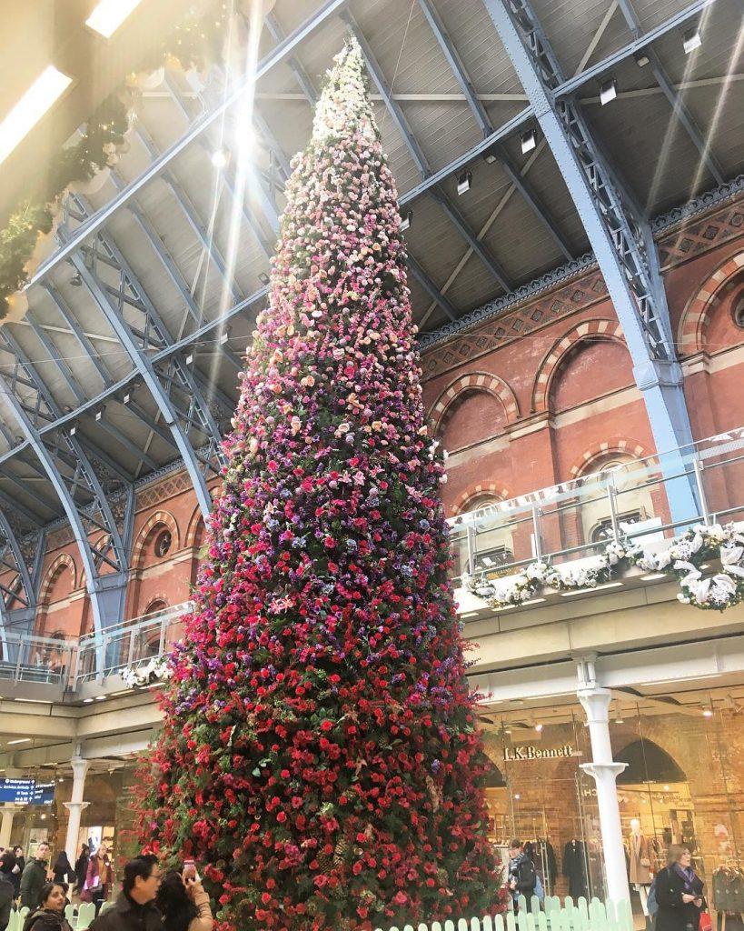 Christmas tree St Pancras