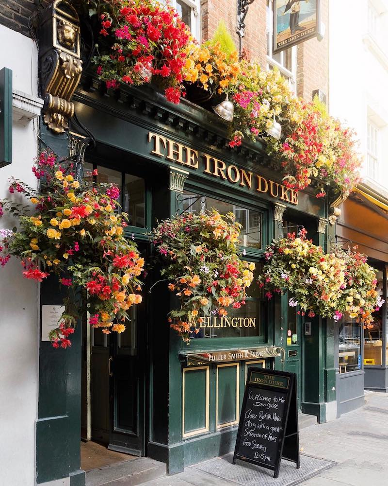 Instagram influencers in London pub photograph