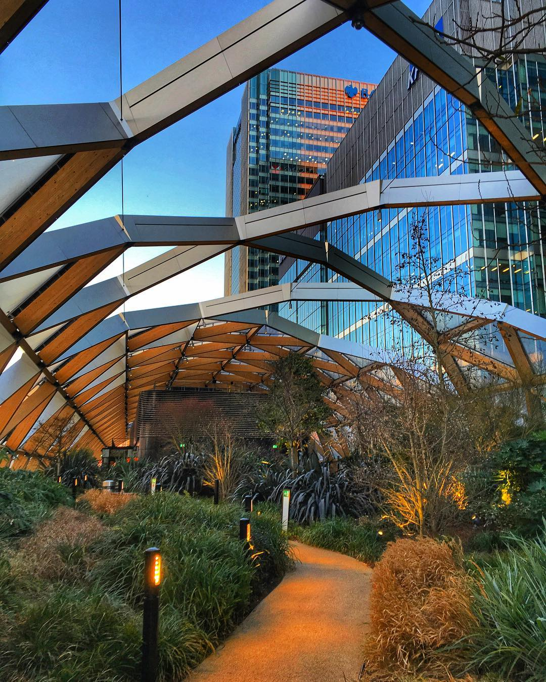 Crossrail Place Roof Garden: Canary Wharf's Peaceful Park