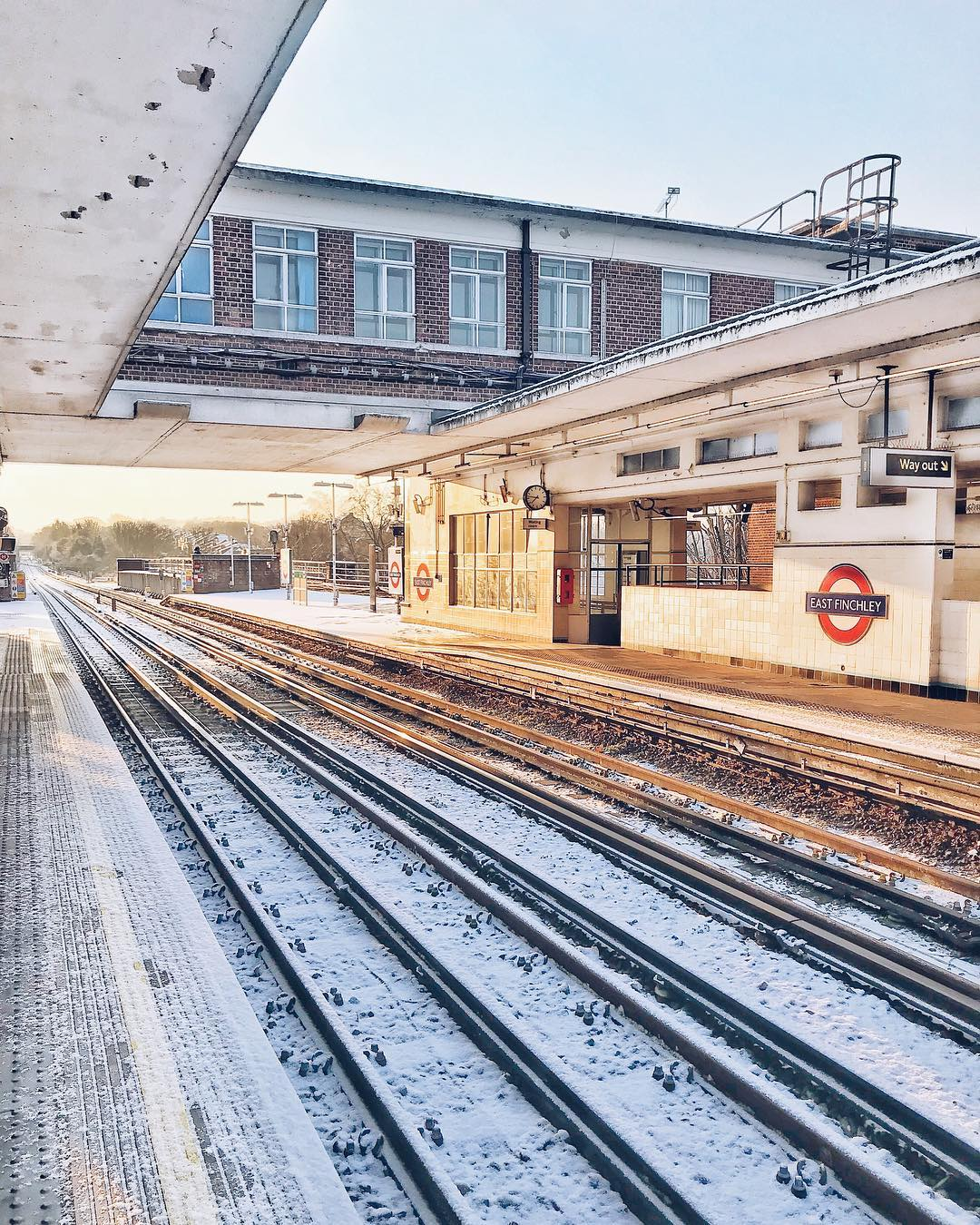 snow-east-finchley-tube