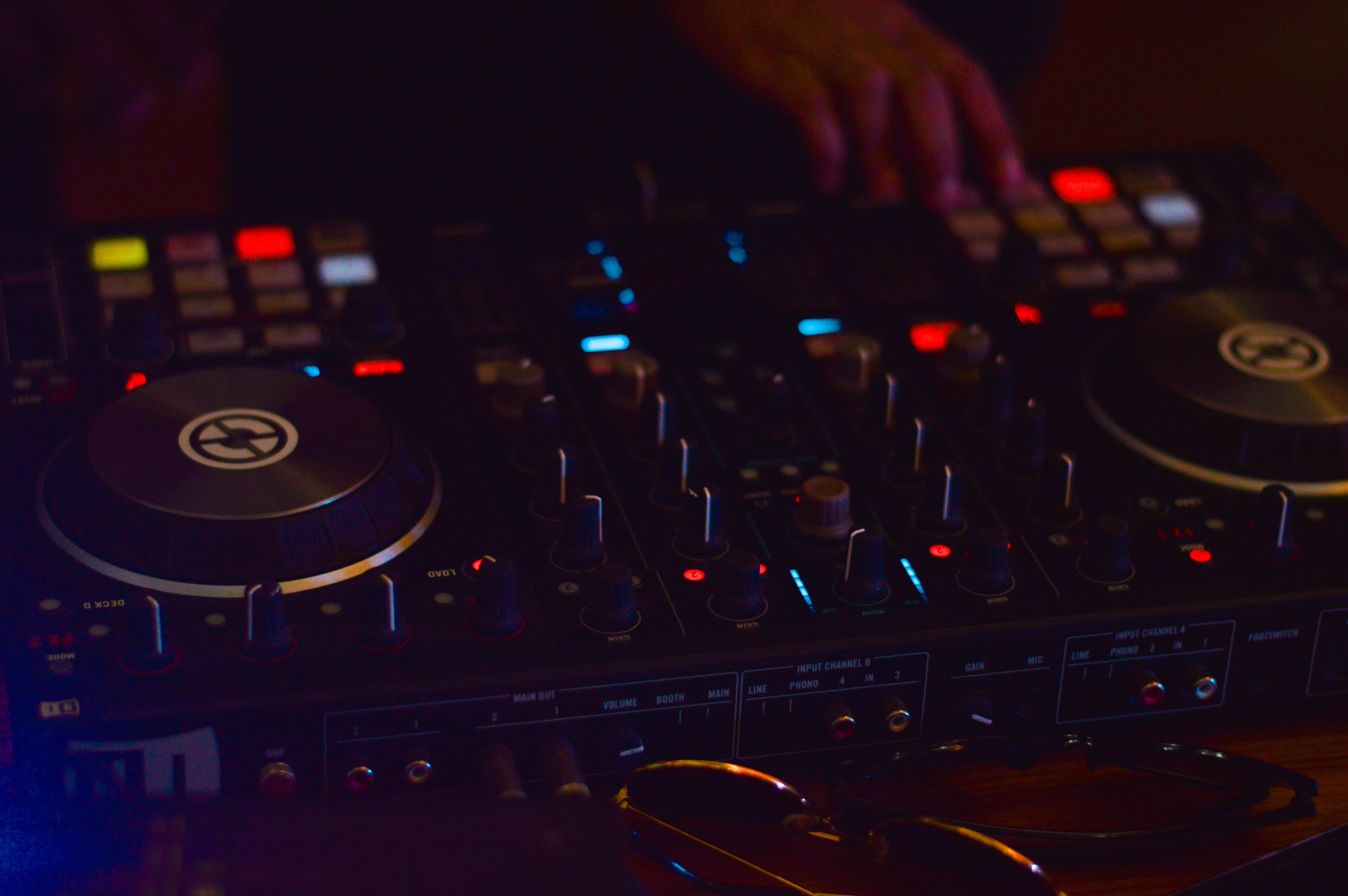 dj-deck