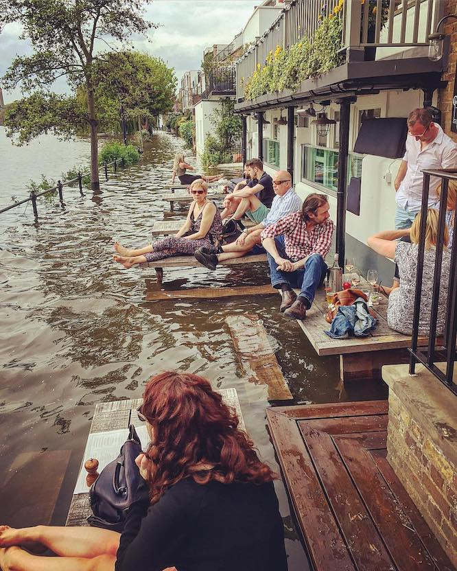 City Barge thames pub