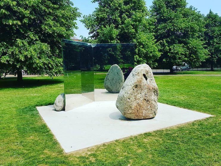 Lee Ufan Sculpture London