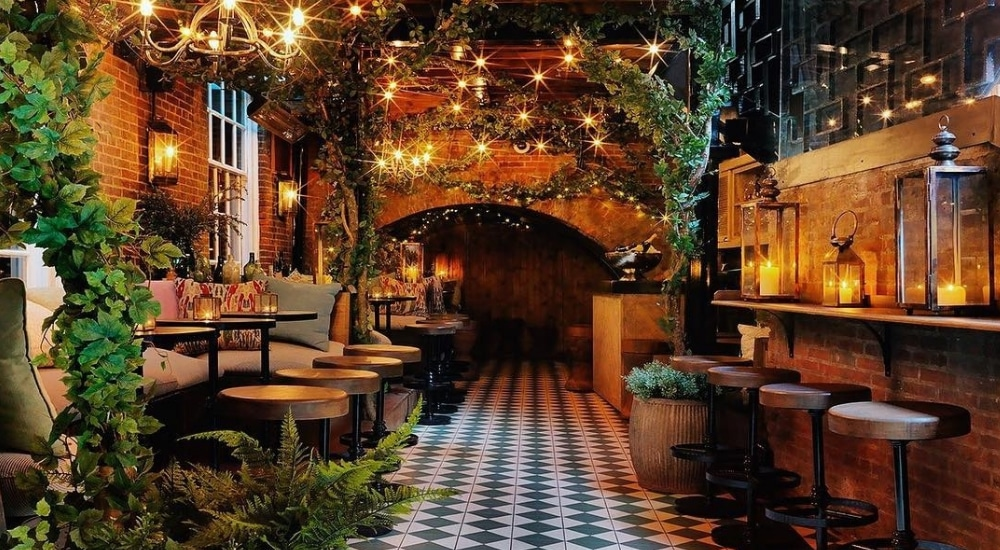 bloomsbury-basement-bar-cosy