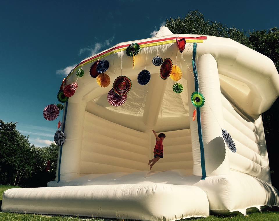 pretty-bouncy-castle