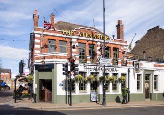 london-pub-christmas-day