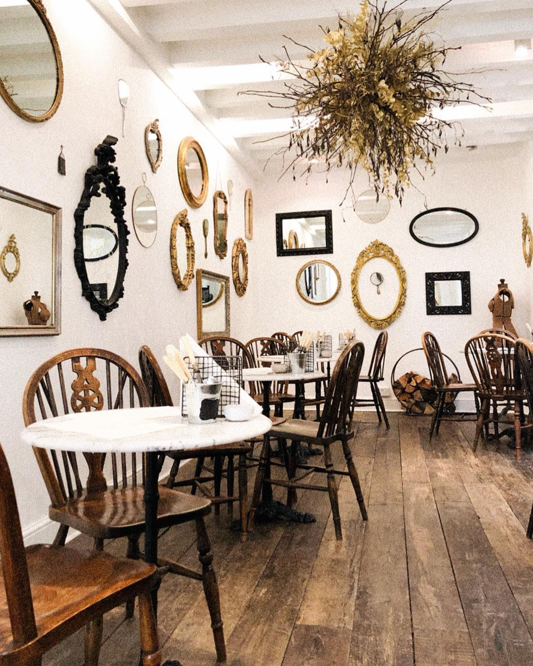 pop-up parisian bistro interior