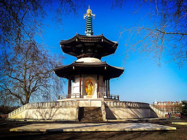 1024px-Battersea_Park_Peace_Pagoda