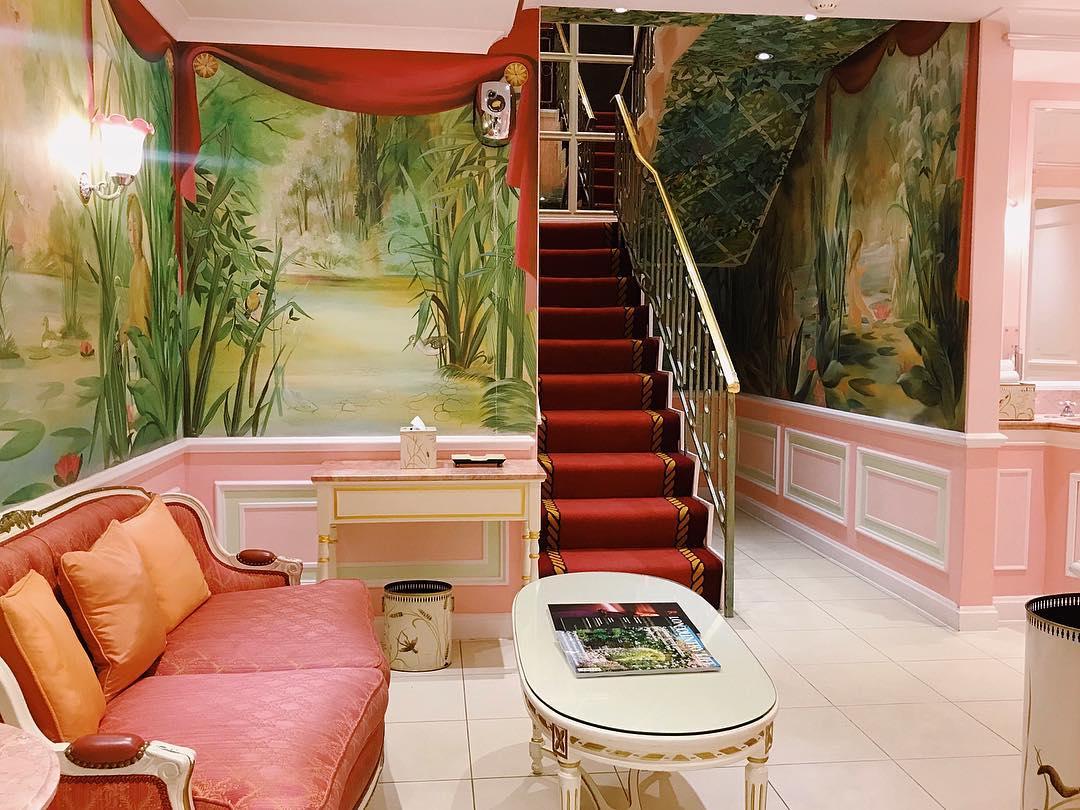 ritz-pink-bathroom